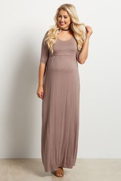 This maxi dress will be your new favorite essential. A solid hue perfect to dress up or down for any occasion, and sleeves make it a versatile dress wear all year long. Style it with wedges and a statement necklace for a gorgeously feminine ensemble. Maternity Shoot Dresses, Fall Maternity, Pink Blush Maternity, Maternity Fashion, Pregnancy Fashion, Maxis, Maxi Dress With Sleeves, Dress Up, Blush Pink