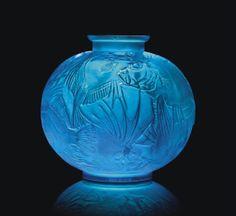 Rare Poisson Vase, No. 925, designed in 1921, in electric blue glass, intaglio R. LALIQUE
