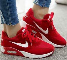 Yo Amo los Zapatos posts a hot photo of cherry red Nike kicks.