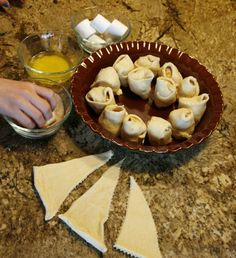 Resurrection Rolls recipe & lesson make it easy to share the meaning of Easter with little ones.