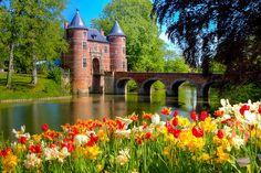 View of the entrance gate of the castle of Groot-Bijgaarden, near Brussels, Belgium
