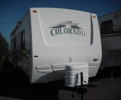 This Dutchmen Colorado 27FBDSL travel trailer is surely going to set you up for an unprecedented journey of adventure and a getaway you always dreamt of. Constructed out of a 6-sided aluminium cage, this Aluma Lam package will let you be in your own merriment.