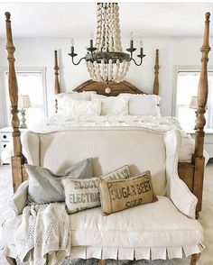 Beautiful Blue Shabby Chic Bedroom Ideas – Shabby Chic Home Interiors Farmhouse Style Bedrooms, French Country Bedrooms, Farmhouse Master Bedroom, French Country Decorating, Farmhouse Bed, Vintage Farmhouse, Farmhouse Design, Country Farmhouse, Country Living