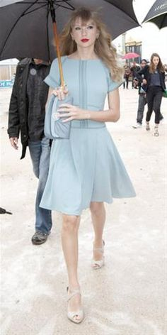 Taylor Swift is really embracing her retro look - and we love it! Click on for more of this week's hits and disses.