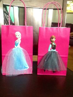 Frozen Disney Princesses Elsa and Anna 6 Birthday Party Favor Bags - and for the boys, do sven christophe and olaf!