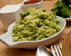 Tupperware Great Guacamole with Quick Chef™ Pro System  Ingredients 2 garlic cloves, peeled 1/4 yellow onion, chopped 1 jalapeno pepper, seeded 1/2 cup fresh cilantro 1 lime, juiced 1 tbsp. Simple Indulgence™ Southwest Chipotle Seasoning Blend 4 avocados, halved, pitted, and peeled