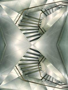 Architectes suisses Herzog & de Meuron pour la Caixa Forum à Madrid  Inspiration : L'escalier impossible - Escher