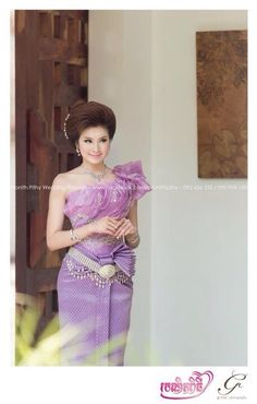 A Thai Traditional Dress, Traditional Wedding Dresses, Traditional Fashion, Traditional Outfits, Cambodian Wedding, Khmer Wedding, Thai Brides, Foreign Brides, Thailand Outfit