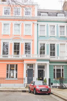 Ever wondered where all the pastel colourful houses and areas are in London? Im sharing a few pastel streets to discover in Notting Hill Primrose Hill Chelsea Holland Park & Kentish Town (plus the cafés and restaurants where you can edit your snaps). London England Travel, London Travel, Notting Hill, Bridgewater House, Pintura Exterior, Pastel House, Holland Park, London Tours, European Home Decor