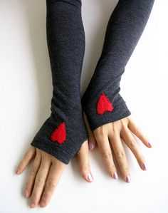 Hearts Arm Warmers. Thanks @Elizabeth Cunningham for sharing this!! LOVE!