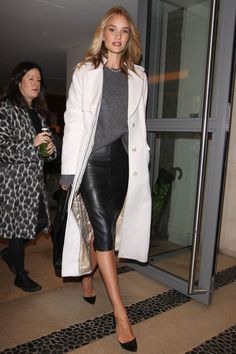 Rosie Huntington-Whiteley look Grey sweater, leather pencil skirt and white coat Mode Outfits, Winter Outfits, Work Fashion, Fashion Looks, Fashion Photo, Style Fashion, Fashion Jewelry, Fashion Outfits, Black Leather Pencil Skirt