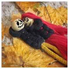 """Macrame life with passion na Instagramie: """"To będzie romantyczny wieczór ;) It will be a romantic evening 🎃 . . . . . #kreatywnaśroda #halloweenmacrame #makramahalloween #makrama…"""" It, Macrame, Crochet Necklace, Halloween, Modern, Instagram, Crochet Collar, Trendy Tree, Spooky Halloween"""