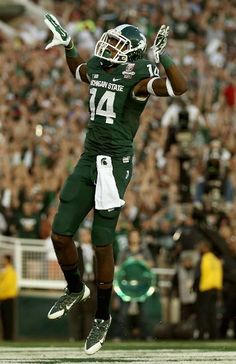 Tony Lippett celebrates a touchdown in the fourth quarter of the 100th Rose Bowl Game presented by Vizio against the Stanford Cardinal at the Rose Bowl on January 1, 2014 in Pasadena, California. (Photo by Jeff Gross/Getty Images)
