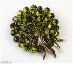 VTG TRIFARI BRIOLETTE GREEN OLIVINE FACETED GLASS RHINESTONE BROOCH PIN 1960's