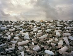 Washed Up – Instalaciones creadas con residuos plásticos que se encuentran en el…