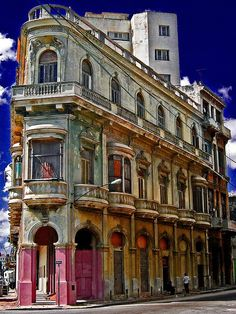 I have a pic of my Dad as a boy standing on a balcony like that in Havana.really cool ✮ Flatiron building - Havana, Cuba Places Around The World, Oh The Places You'll Go, Places To Travel, Places To Visit, Around The Worlds, Flatiron Building, Varadero, Beautiful Buildings, Beautiful Places
