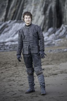 """See official photos from """"The Dragon and the Wolf,"""" the season 7 finale (UPDATED) Game Of Thrones Episodes, Hbo Game Of Thrones, Winter Is Here, Winter Is Coming, Cercei Lannister, Ramsey Bolton, Dragon Wolf, Alfie Allen, Game Of Throne Actors"""