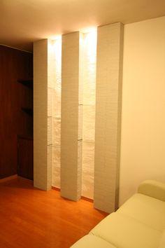 リビングの壁にはタイルとガラス棚で飾り棚を造作。LDKの見所になりました。