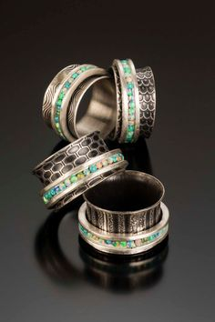 This spinner ring - need to try making this idea! Great texture background contrast!