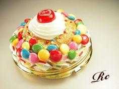 カラフルpopなスイーツデコ・コンパクトミラー(出品者:Rainbow Creamさん)
