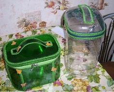 How to Recycle Plastic Bottles for Handmade Home Organizers and Small Storage Containers Plastic Bottle Caps, Recycle Plastic Bottles, Bottle Bag, Pet Bottle, Easy Crafts, Diy And Crafts, Crafts For Kids, Recycled Bottles, Recycled Crafts