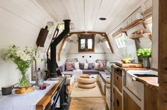 This picturesque century-old narrowboat makes stylish use of every inch of space - Home Decoration Living On A Boat, Tiny Living, Barge Interior, Van Interior, Interior Ideas, Interior Design, Airstream Interior, Yacht Interior, Canal Boat Interior