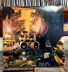 Clássicos dos clássicos ! O gênio de Minneapolis lança um disco duplo onde tudo é essencial ! Não tem música pra encher linguiça pra completar disco tudo é preciso ! E toma lhe gospel funk soul psicodelia ! Está na minha lista dos 100 melhores de todos os tempos ! GOD SAVE THE PRINCE !#prince #sign #funk #gospel #soul #psicodelic #record #recolector #recollection #nowplaying #nowspinning #vinil #vinyl #vinyllove #vinyljunkie #vinylcollector #vinylcommunity #vinyligclub #vinylrecords #classic…