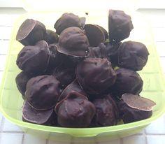Daddel/peanut-kugler: Det er genialt! Og Thora elsker dem! | lykkeligelolk