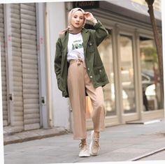 ✔ Fashion Winter Chic Minimalist scarf is the most essential portion i Modest Fashion Hijab, Modern Hijab Fashion, Street Hijab Fashion, Casual Hijab Outfit, Hijab Fashion Inspiration, Hijab Chic, Muslim Fashion, Modest Outfits, Casual Outfits