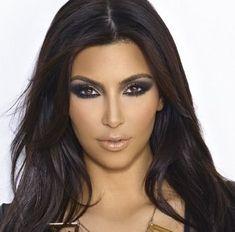 Kim Kardashian 10 Million Facebook Followers: Profile Pictures