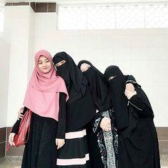 Bila makin meningkat umur, masing-masing dah ada komitmen sendiri. Tapi sampai nanti pun kenangan tu tetap ada. ❤ . . . . . . ========================== From @mmunirahnazrii @okemuslimah ========================== Karena #muslimah adalah perhiasan terindah . . . . . . . #okemuslimah #muslimah #muslimahfashion #muslimahs #muslimahsyari #muslim #indonesiatanpapacaran #muslimahindonesia #menikahtanpapacaran #jomblofiisabilillah #mengejarhalal #ikhtiarcinta #bismillah #istiqomahmuslimah #...