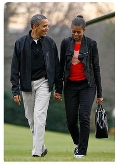 President Barack Obama and the First Lady Michelle Obama. Such a strong couple Malia Obama, Barack Obama Family, Black Presidents, Greatest Presidents, American Presidents, Michelle Obama, First Black President, Mr President, Joe Biden