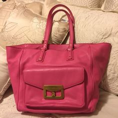 👛 Marc by Marc Jacobs hand bag 👛 Big bag! Great to put all your things in! Gently  used. Comes with dust bag Marc Jacobs Bags Shoulder Bags