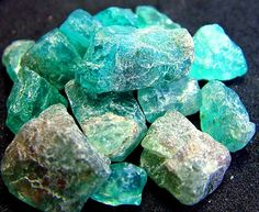 APATITE This is the stone of acceptance which helps dissolve negativity. It stimulates psychic development. Wearing it contributes to an unconditional acceptance of circumstances and people. Many believe it to be so potent that even a small piece worn continually has great power.