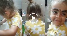Menina Tenta Lavar a Cara Por Estar Insatisfeita Com a Hilariante Maquilhagem Que Ela Própria Fez
