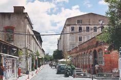 LX FACTORY: Adres: Rua Rodrigues de Faria 103, 1300 Lisboa, Portugal Openingstijden: Vandaag geopend · 06:00–04:00