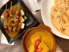 Verdadera street food del Sudeste Asiático. Palak Paneer, Barcelona, Cool Stuff, Videos, Ethnic Recipes, Food, Indonesian Cuisine, Stir Fry Rice, Eten
