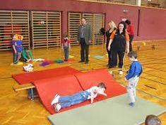 Risultati immagini per mut tut gut Occupational Therapy Activities, Gross Motor Skills, Kids Playing, Activities For Kids, Beach Mat, Homeschool, Classroom, Teaching, Children