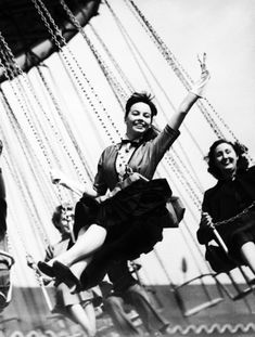 French actress Leslie Caron enjoys a day out at the carnival. #vintage #actresses #rides