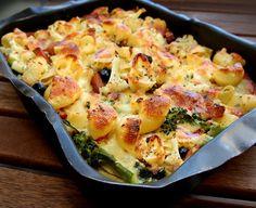Pastagratäng med falukorv och broccoli Wine Recipes, Pasta Recipes, Great Recipes, Favorite Recipes, Lidl, Good Food, Yummy Food, Danish Food, Swedish Recipes