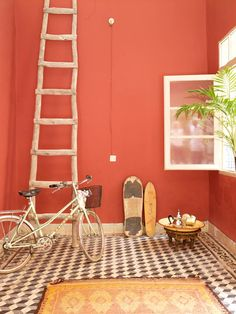 love the floor with the wall color.zid zid riad in marrakech Coral Walls, Peach Walls, Orange Walls, Red Walls, Wall Colors, House Colors, Le Riad, Orange Home Decor, Living Room Orange
