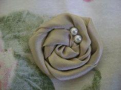 DIY Rosettes : DIY fabric rosettes