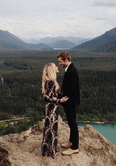Gorgeous mountain engagement session, and the puppy proposal behind it is even more incredible!