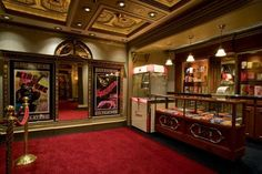 Home_Theater Designs, Möbel und Deko-Ideen home-furniture.ne … Home_Theater Designs, Furniture and Decorating Ideas home-furniture. Movie Theater Rooms, Home Cinema Room, Home Theater Decor, Home Theater Seating, Home Theater Design, Home Theatre Rooms, Home Theater Speakers, Home Theater Projectors, Rich Home