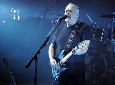 "David Gilmour toca ""Wish You Were Here"" e ""Rattle That Lock"" em programa de TV"