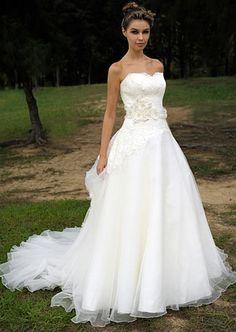 Augusta Jones's Jax gown with sweetheart neckline. #RandyToTheRescue #BrideDay #Weddings