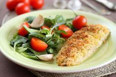 Merluciul este unul dintre pestii nostri preferati iar preparat intr-un delicios crocant de cartofi este chiar extraordinar de gustos. Reteta este foarte simpla si se poate prepara cu orice tip de peste sau chiar cu piept de pui sau curcan, taiat in feliute subtiri.