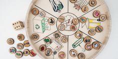 Un jeu de société DIY pour apprendre aux enfants à trier leurs déchets - Marie Claire Marie Claire, Decorative Plates, Holiday Decor, Tableware, Passion, How To Sew, Old Nail Polish, Diy Games, Dinnerware