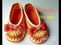 crochet slippers for girls - ☀ YaRn&Crochet Booties Crochet, Crochet Baby Sandals, Crochet Shoes, Crochet Beanie, Crochet Mittens, Crochet Tree, Diy Crochet, Crochet Rugs, Slippers For Girls