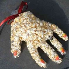 Monster Paws - Halloween Pop Corn Hands snack